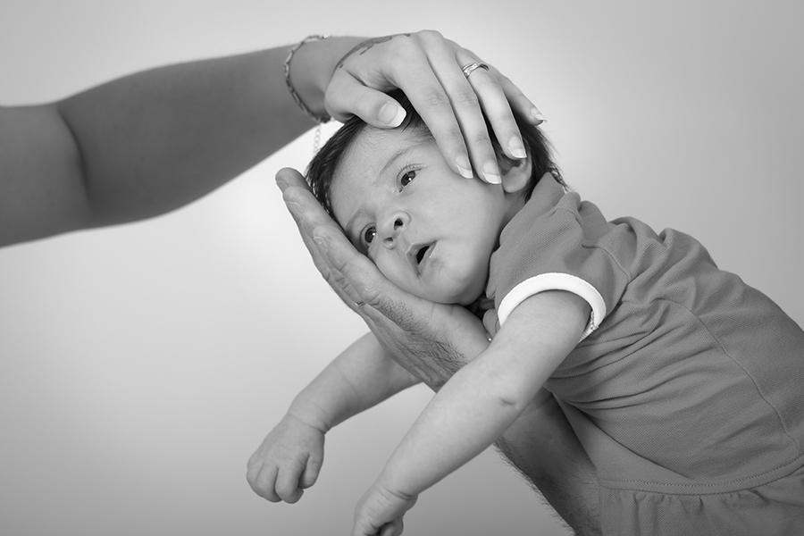 bébé et mains