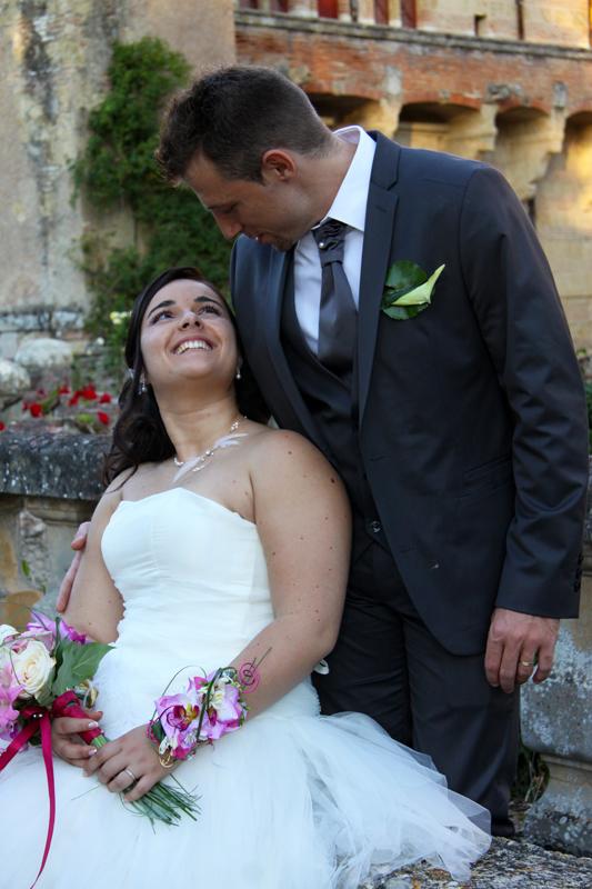 Photographe mariage l'Isle Jourdain - Regard complice au parc