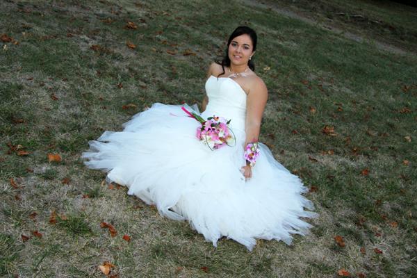 Photographe mariage l'Isle Jourdain - La mariée sur l'herbe