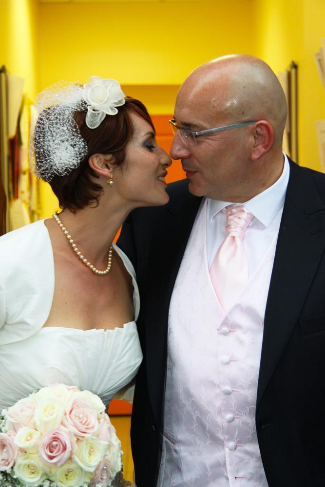 Photographe mariage Auch - Baiser à la mairie