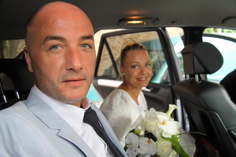 Photographe mariage Albi - Sortie de la voiture