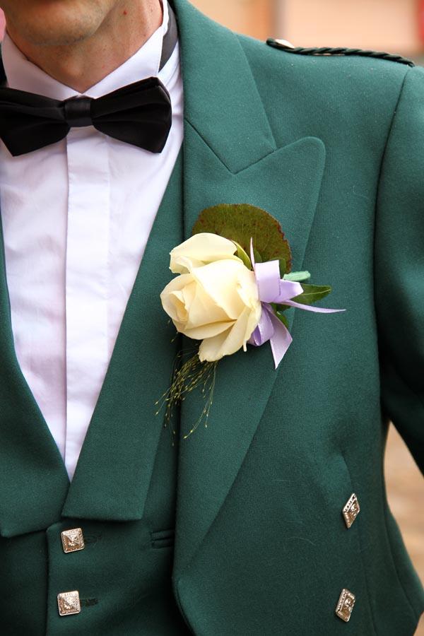 Photographe mariage Castelsarrasin / Costume et fleur