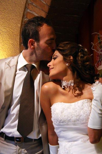 photographe mariage Toulouse - Baiser au restaurant
