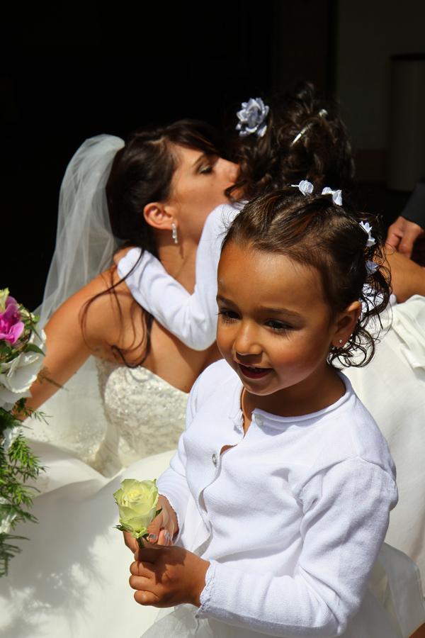 Photographe mariage Muret / Baiser et jeune fille
