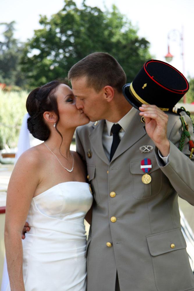 Photographe mariage Montauban - Le baiser au parc