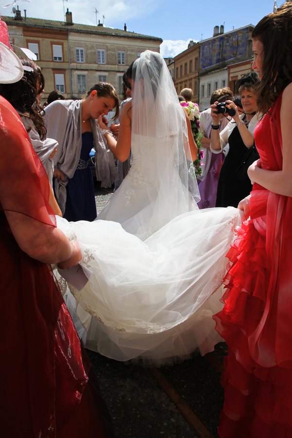 Photographe mariage Muret / La robe tenue par les témoins