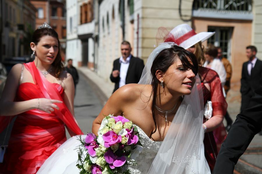 Photographe mariage Muret / En allant à l'église