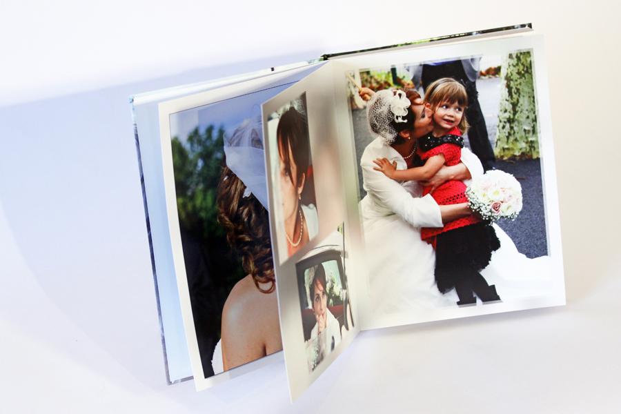 livre de mariage, la mariée avec sa fille