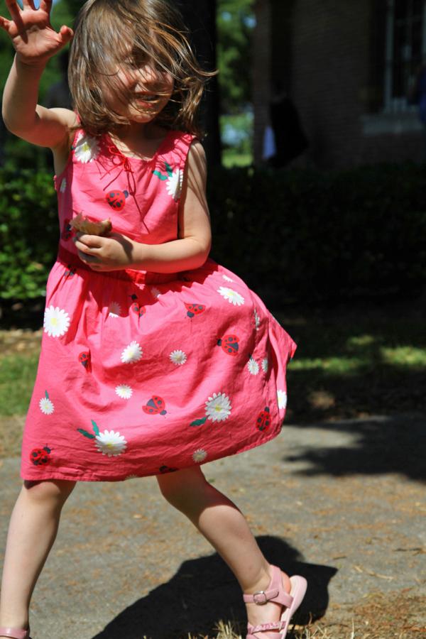 Jeune fille dansant