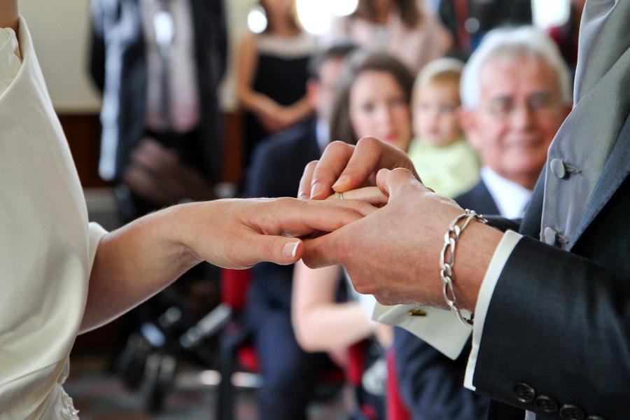 Photographe mariage Fronton / L'échange des alliances