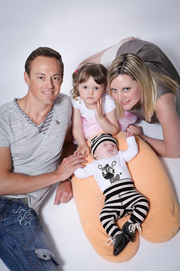 photo bébé avec papa et maman